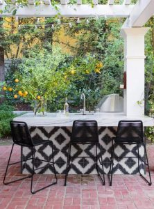 Outdoor Kitchen With a Graphic Punch